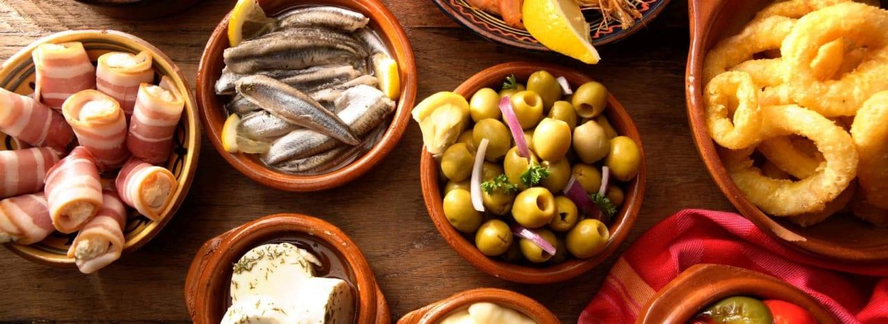 Typische spanische Delikatessen – Tapas, Jamon & Manchego Käse