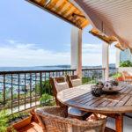 Blick von einem Apartment in Portals Nous in Südwesten von Mallorca über den Hafen von Puerto Portals